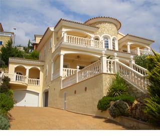 Anwesen mit Zufahrt in venezianischem Stil